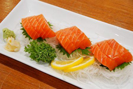 图:三文鱼刺身(Salmon Sashimi)(大纪元图片)