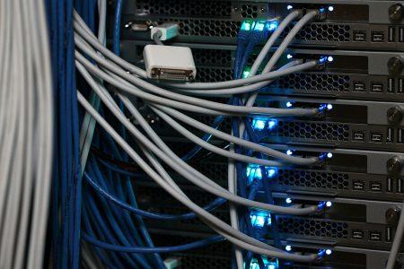 由于光纤网线遭人破坏,Spectrum公司在皇后区中部的电视、互联网和电话服务被切断。