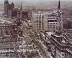 百貨公司把各種理想生活、異國情調帶到當地,不僅在地景上直接改寫城市風貌,更改變了城市裡人們的生活面貌,把任何事物都變得有其消費性。 (圖片來源/連玲玲提供)
