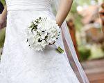 新娘讀出給4歲繼子的誓言詩 男童大哭擁抱