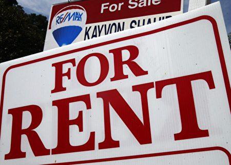 在多伦多买不起房子,现在租市中心的公寓也很困难,因为空房很少。(加通社)