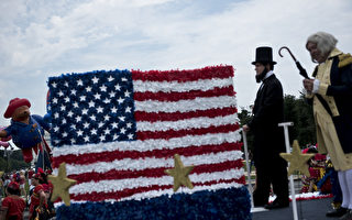 七月四日是美国独立日,也是国庆节。庆祝国庆已经有240年的历史。(Photo credit should read BRENDAN SMIALOWSKI/AFP/Getty Images)