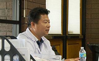 中醫師陳福民提醒民眾定期活動頸椎和腰椎,避免久坐。(楊陽/大紀元)