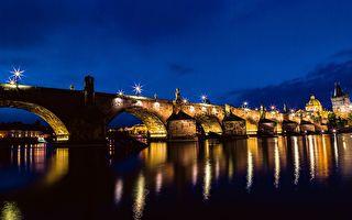 歐洲最美麗橋樑──卡爾大橋