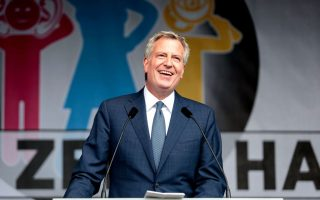 白思豪政府在11月改選前,對市民作出進一步的承諾。 (Sina Schuldt/AFP/Getty Images)