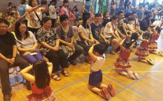 感人毕业仪式!幼儿园小朋友跪谢父母恩