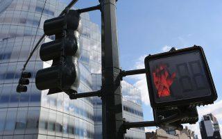 法案規定,市交通局必須給市內學校周圍的每一個街口都安裝上行人倒計時。 (John Moore/Getty Images)