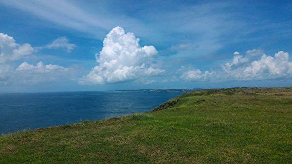 澎湖碧海蓝天连成一色,到处都可以看见风的影子。(陈大伟/大纪元)