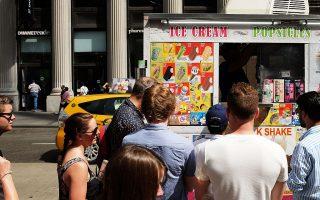 炎炎夏日,很多人會吃雪糕解暑。 (Spencer Platt/Getty Images)