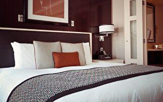 入住旅館,進門後先別把行李放在床上,做完一個重要的檢查後,再決定怎樣休息。(Pixabay)