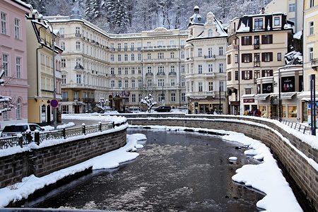 风景如画的捷克卡洛维瓦利温泉镇。(Pixabay )