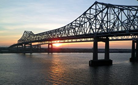 当晚经过北美最长河流——密西西比河(Mississippi River)。(pixabay.com)