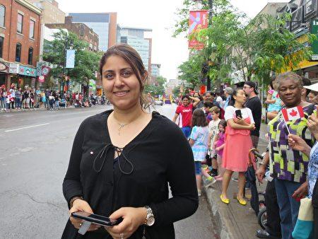 蒙市居民Saeidah女士表示,天国乐团队伍非常整齐,每个观众都喜欢!(谭雅 / 大纪元)