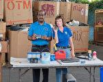 蒙郡郡长莱格特7月21日到Shady Grove器材处理和中转站,呼吁民众不要乱扔生活垃圾,以免夏季炎热起火。(石青云/大纪元)