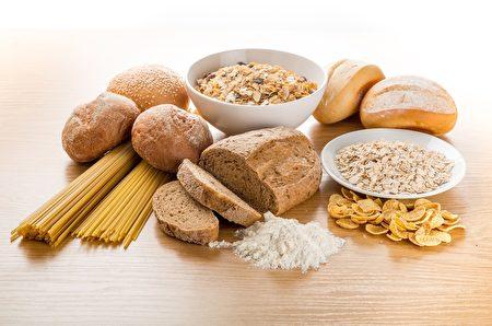 全麥麵包、早餐麥片中可能也含有果葡糖漿。(Shutterstock)