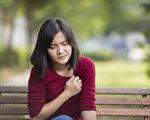 头晕、头痛、恶心、体温升高等都是热伤害症状。(Shutterstock)