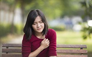 頭暈、頭痛、噁心、體溫升高等都是熱傷害症狀。(Shutterstock)