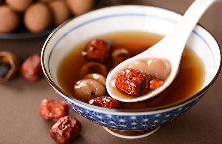 红糖有温经补血、抗氧化、养颜美容等功效。(Shutterstock)