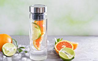 每天喝2000CC无糖饮料有助减肥。(Shutterstock)