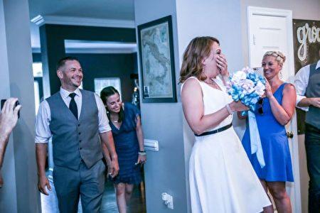 参加婚礼的大部分宾客也并不知情。(摄影师Saint Elmo提供)