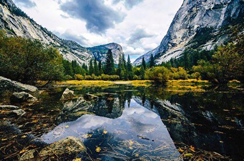 鏡湖是優勝美地國家公園內的一個小的、季節性的湖泊,是公園內著名的攝影景點。 (David Mark/CC/Pixabay)