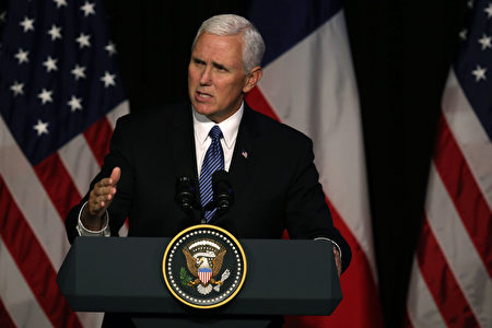 正在智利访问的美国副总统彭斯(Mike Pence)发表讲话,敦促拉丁美洲的国家断绝与朝鲜的关系。(AFP PHOTO / CLAUDIO REYES)