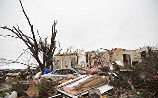 2015年12月27日發生在德州Rowlett的龍捲風災後。(AFP PHOTO/LAURA BUCKMAN)