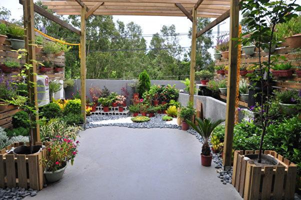美術館3樓設有小型的空中花園,也開放參觀使用。(賴月貴/大紀元)