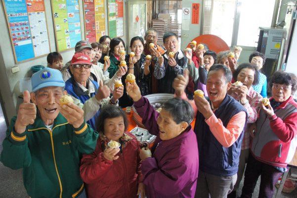 宝山乡新城社区以研发出系列黑糖产品闻名,图为好吃的黑糖发糕 。(承办单位宇翰泉公司提供)