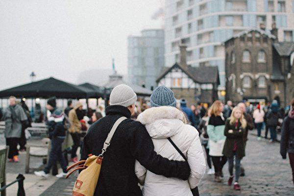 英國內政部將考慮以其它資金來源來滿足18,600英鎊的最低收入要求。(Immigration Advice Service提供)