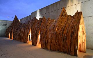 """美利坚大学博物馆展出的""""逃离""""木作。(沈宽提供)"""