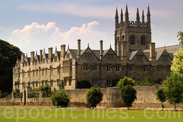 oxford university college buildings © (Photographer: Douglas Freer /Fotolia)