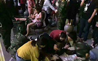 8月8日晚,四川阿壩州九寨溝縣發生7.0級強震,目前餘震不斷,滯留遊客達6萬人,撤離通道擁堵不堪。(當地民眾提供)