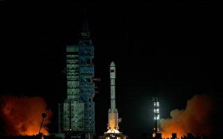 2011年9月29日,中共空间实验室雏形天宫一号发射。  (Photo by Lintao Zhang/Getty Images)