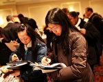据8月18日公布的数据显示,加州雇主在7月份又增加了82,600个工作岗位。(Spencer Platt/Getty Images)