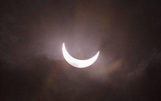 根據美國宇航局信息,在2017年8月21日,從美國東海岸到西海岸的人們都將見到日全食。這將是自從美國1776年建國以來,首次只在美國境內才能見到的日全食。(Ulet Ifansasti/Getty Images)