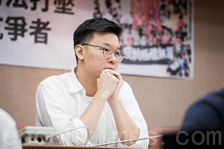島國前進發起人林飛帆24日出席「反對香港司法打壓 聲援香港抗爭者」記者會。(陳柏州/大紀元)