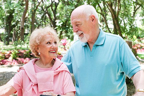 美國楊百翰大學的研究顯示,孤獨比肥胖更致命,會增加一半早死的風險。人們應該及早準備退休生活,避免蒙受孤獨之苦。(Fotolia)