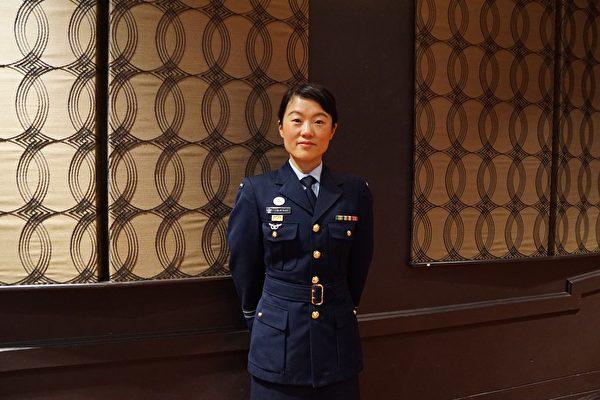 這位東方韻味十足的上海女子Vivienne Clark已經是澳洲國防軍的一名年輕軍官了 。(燕楠/大紀元)
