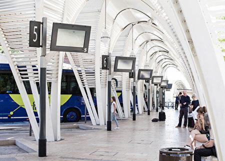 图为艾克斯普罗旺斯的公交车站,往返于火车站与市中心之间。(欧棒巴黎提供)