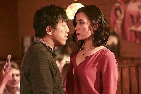 左起:黄渤与宋佳主演的新片《冰之下》将与加拿大影迷见面。 (TIFF提供)