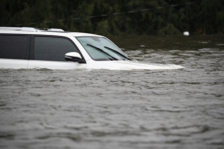 颶風哈維給休斯頓帶來持續豪雨的熱帶風暴,造成嚴重洪災。 (Photo by Joe Raedle/Getty Images)