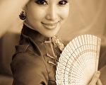 女人穿旗袍,中國古典服飾(shutterstock)