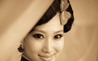 女人穿旗袍,中国古典服饰(shutterstock)