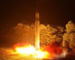 7月28日朝鮮又發射了一枚洲際彈道導彈,引發國際社會譴責。(STR/KCNA VIS KNS/AFP)