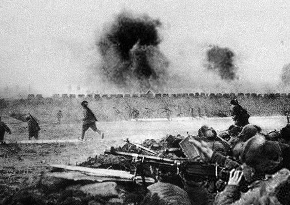 遼瀋戰役中、東北野戰軍進攻錦州城垣。(公有領域)