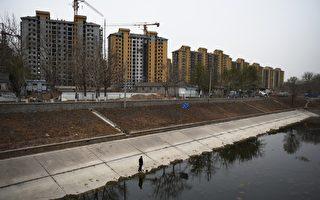 大陆7月受监测的29个主要城市,成交面积同比下降约26%。图为北京公寓。(GREG BAKER/AFP/Getty Images)
