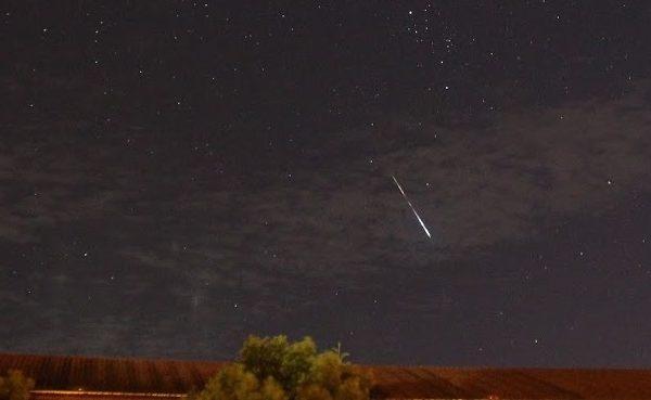 英仙座流星雨8月12日登場,估計每小時150顆。圖為流星示意圖。(南瀛天文館提供)