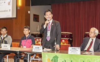 8月10日,台中市长林佳龙(右2)及表演团体光正国小校长阮志伟(左2)、宜兰文化局科长陈盈良(左1)出席童玩节记者会。(曹景哲/大纪元)