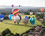 2017年8月11日,英國布里斯托的國際熱氣球節,熱氣球在空中飄盪場面壯觀。(Matt Cardy/Getty Images)